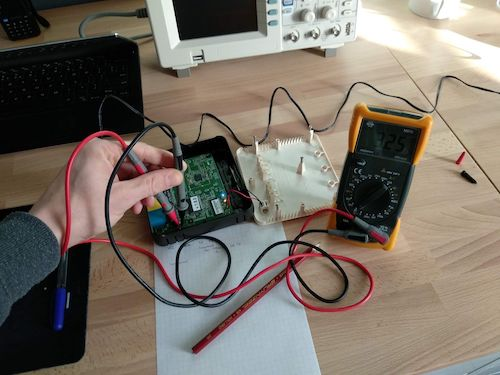 Determining the pins on the serial interface using a multimeter